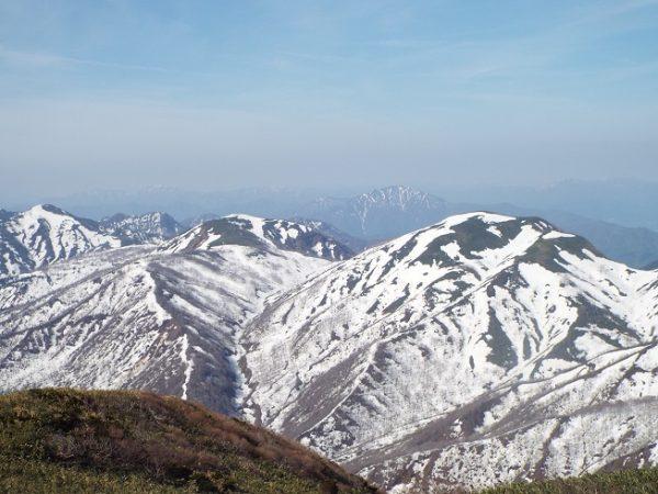 残雪の山へ